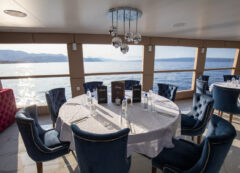 Luxury small cruise ship: restaurant