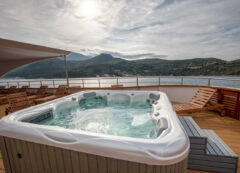 Small cruise ship: Jacuzzi